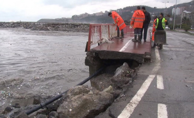 Kozlu Köprüsü çöktü... Yol ulaşıma kapandı...