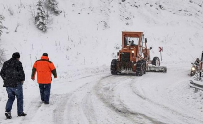 Köy yolları kapandı...