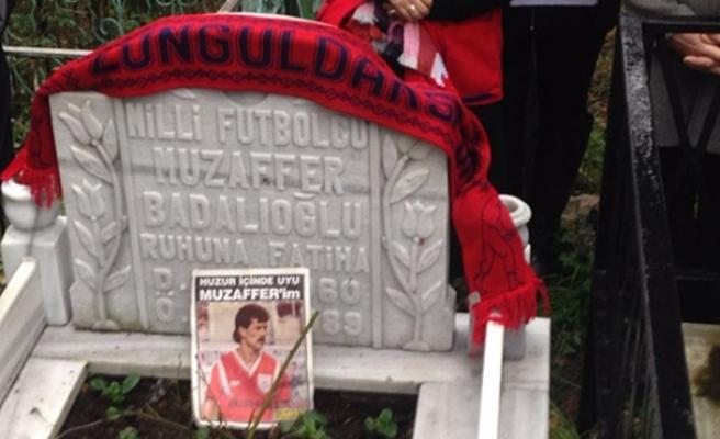 Milli futbolcu mezarı başında anıldı...