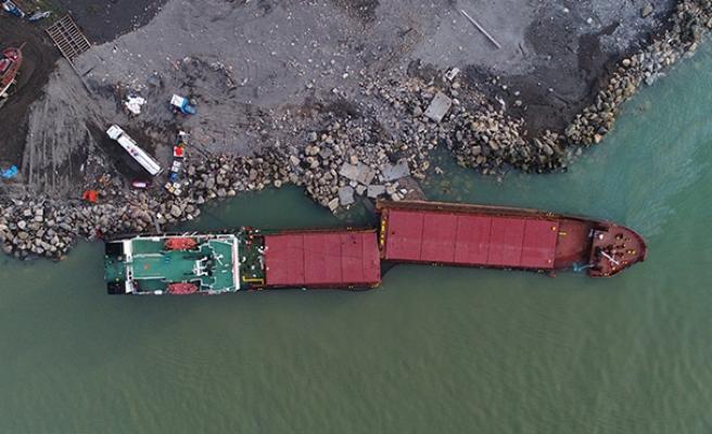 Parçalanan gemi havadan böyle görüntülendi...