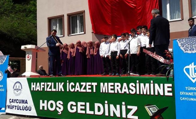 Öğrenciler taçlarını giydi