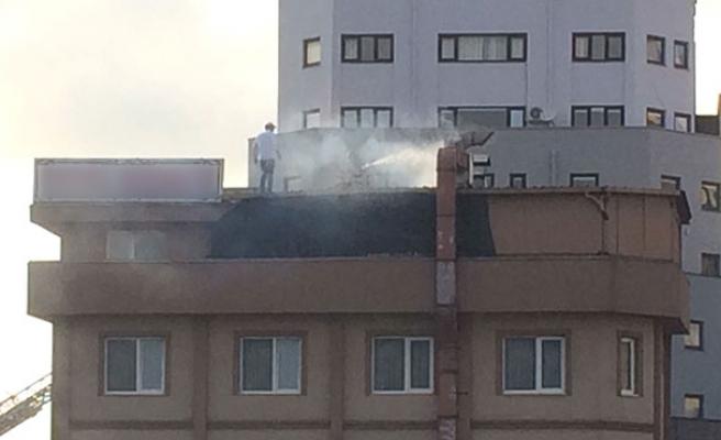 Otelde yangın!