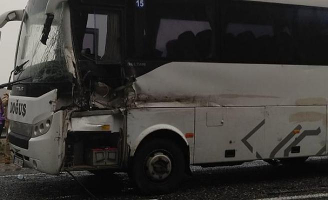 Yolcu otobüsü ile TIR çarpıştı... Yaralılar var