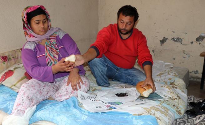 Kömürlükte yaşayan aileyi yalnız bırakmadılar