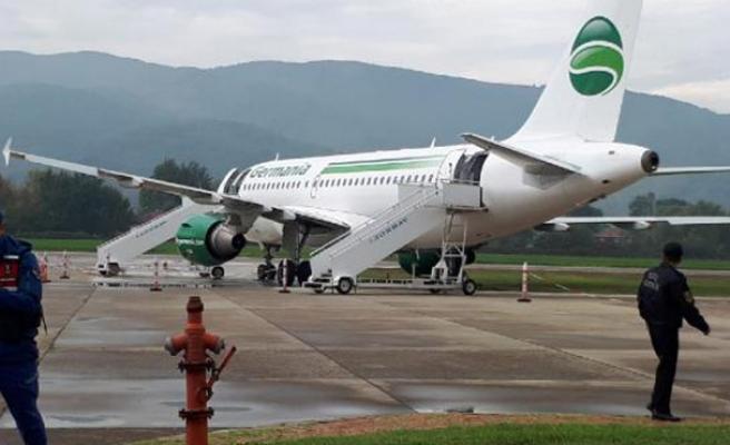 Havaalanında büyük panik: Uçak pistten çıktı