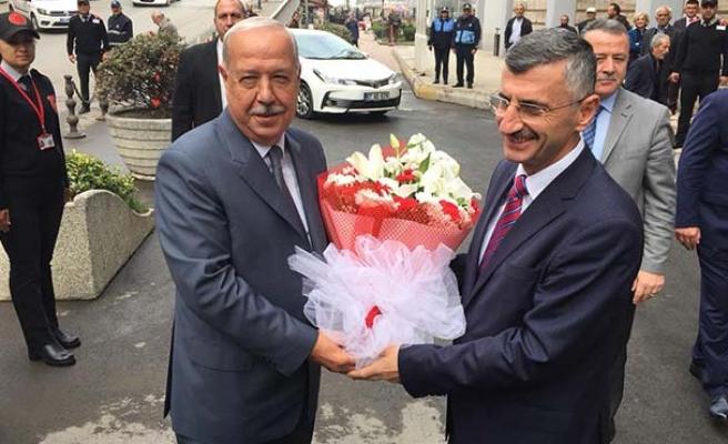 Vali Erdoğan'ın ilk ziyareti belediyeye