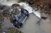 Feci kaza: Dereye uçan araçta yaşamını yitirdi