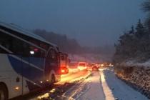 Kar yeniden geldi... Ereğli yolunda trafik tıkandı
