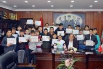 Karnesini alan öğrenciler Başkan Demirtaş'a koştu