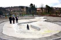 TOKİ evlerine süs havuzlu aile parkı