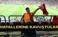 Galatasaray maçını tribünlerden izleyip hayallerine kavuştular