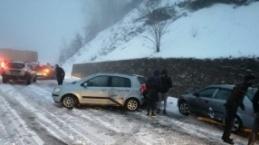 Yoğun kar kazalara neden oldu...