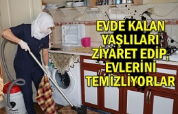 Evde kalan yaşlıları ziyaret edip, evlerini temizliyorlar