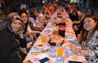 Hükumet Caddesi sakinleri, sokakta iftar açtı...