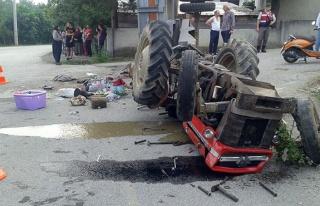 Fındık işçilerini taşıyan traktör devrildi......