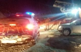 AFAD ve Jandarma mahsur kalan 5 kişi için seferber...