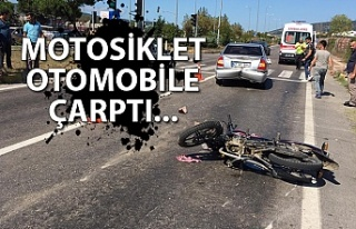 Motosiklet otomobile çarptı...