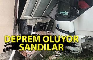Zonguldak'ta kamyon eve girdi