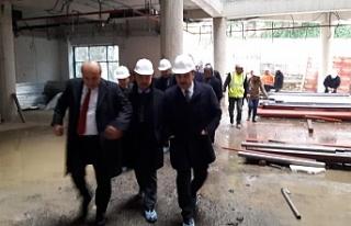 Ak Parti heyeti hastane inşaatını inceledi