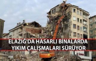 Elazığ'da hasarlı binalarda yıkım çalışmaları...