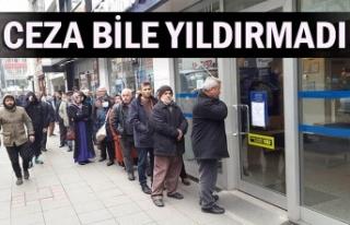 Zonguldak'ta 65 yaş ve üstü vatandaşlar bankaların...