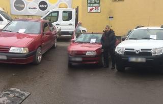 Otomobiller alıcılarını bekliyor...