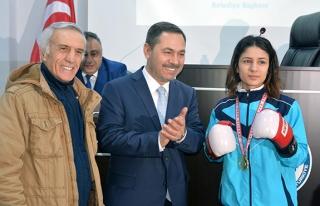 Türkiye şampiyonuna meclisten ödül...