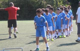 Yaz futbol okulunda yoğun tempo