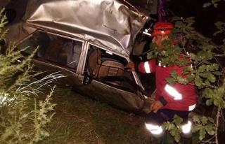 Feci kaza: 100 metreden uçuruma yuvarlandılar