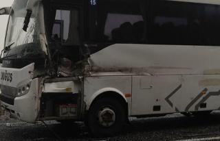 Yolcu otobüsü ile TIR çarpıştı... Yaralılar...