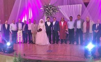 Düğüne bin 400 kişi katıldı... Takı için yarıştılar...