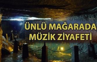 Mağarada müzik ziyafeti...