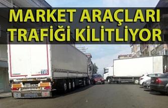 Market araçları trafiği kilitliyor