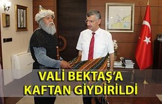 Zonguldak Valisi Erdoğan Bektaş'a kaftan giydirildi