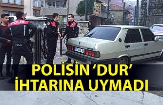 Polisin 'dur' ihtarına uymadı, aracını okulun bahçesine bırakıp kaçtı!
