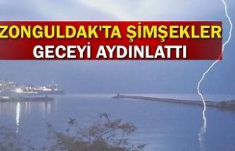 Zonguldak'ta şimşekler geceyi aydınlattı