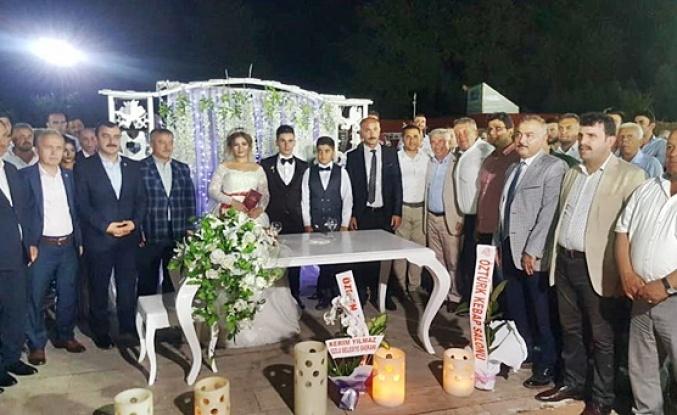Başkan kızını evlendirdi... Partililer düğüne akın etti!